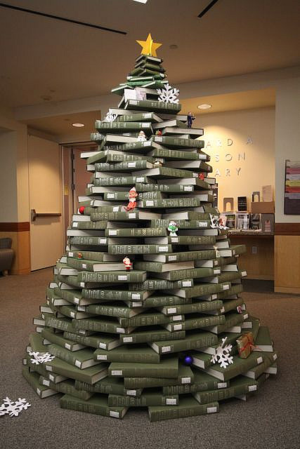 http://www.recyclart.org/2010/12/book-christmas-tree/book-christmas-tree2/
